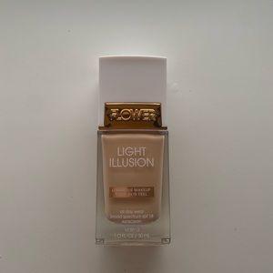 Flower Beauty Light Illusion Foundation Ivory L2